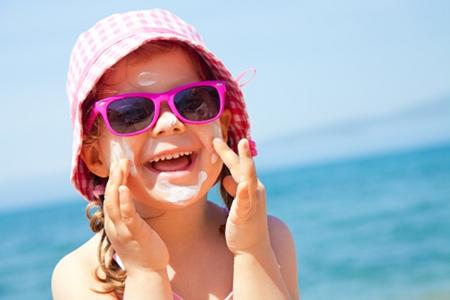 niña sol verano